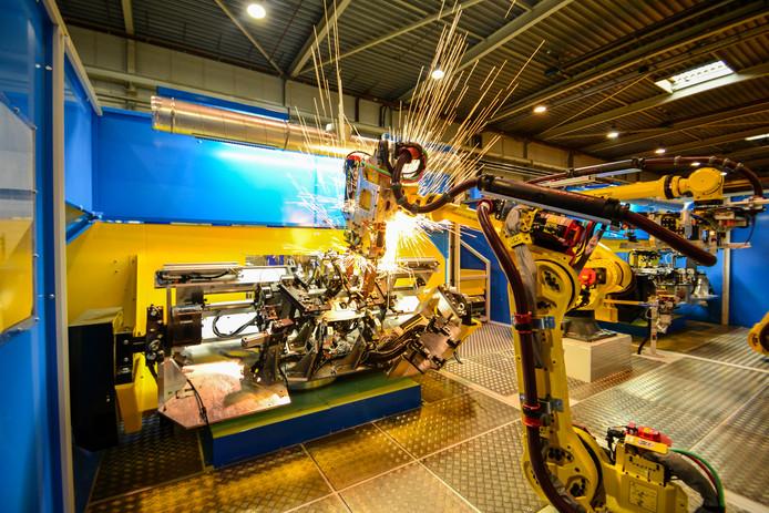Lasrobot van het Harderwijkse bedrijf AWL-Techniek in Harderwijk dat onderdak biedt aan Fieldlab Industrial Robotics waarin bedrijven, scholen en overheid samenwerken.