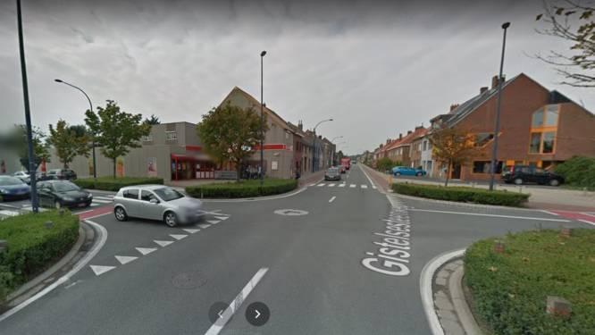 Hagen verdwijnen op kruispunt Gistelsesteenweg met Zilverlaan om zichtbaarheid fietsers en voetgangers te verhogen