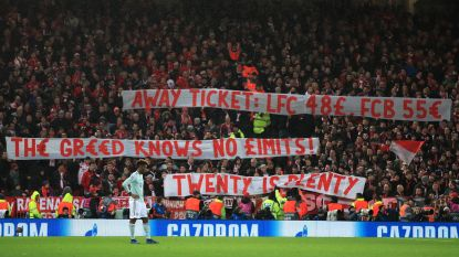 Bayern-fans protesteren tegen dure tickets, vol Anfield betuigt steun met daverend applaus