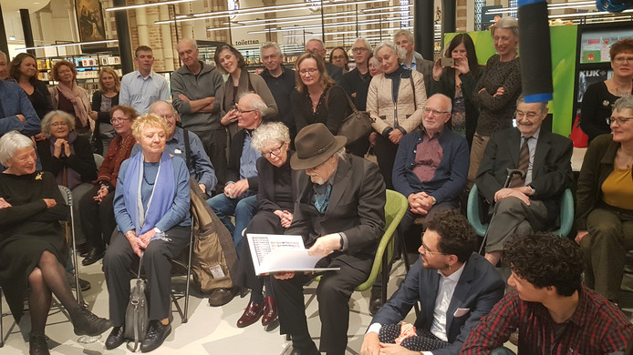 Frenken kreeg voor zijn negentigste verjaardag een boek met foto's van zijn oeuvre.