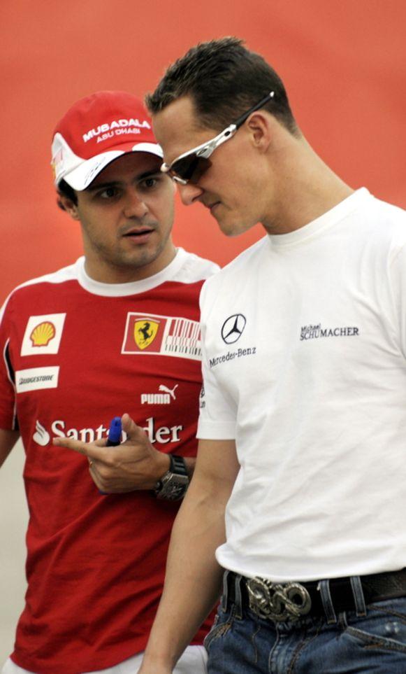 Schumacher in een onderonsje met Massa.