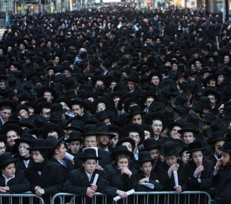 Ultra-Orthodoxe joden gingen 10 maart in New York de straat op als protest tegen de nieuwe dienstplichtregeling. Beeld anp