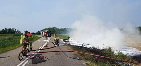 Droge sloot belemmert blussen rietbrand in Wanneperveen