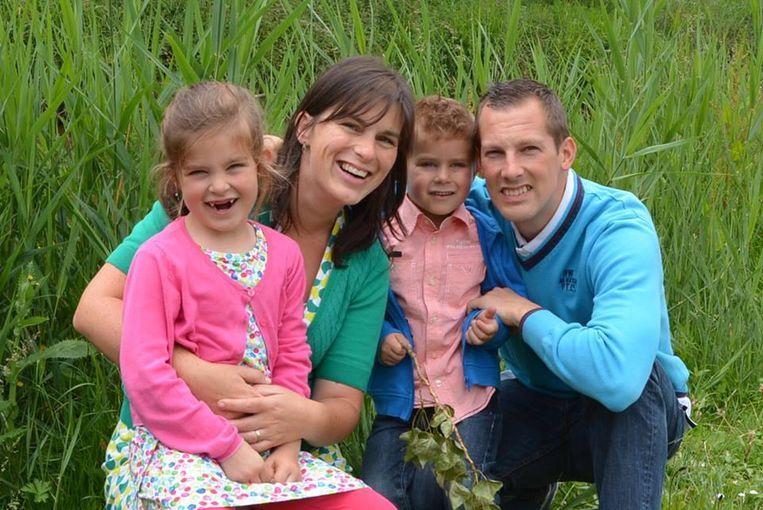Vicky en Kevin samen met dochtertje Hanne en zoontje Thibo.