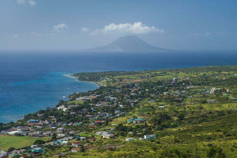 Uitzicht op Sint-Eustatius. Het kabinet heeft het bestuur van het eiland overgenomen.  Beeld Hollandse Hoogte / Mauritius Images GmbH