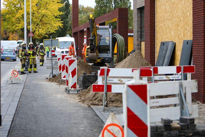 Bij werkzaamheden in het Apeldoornse winkelcentrum Eglantier is een hoofdgasleiding geraakt.