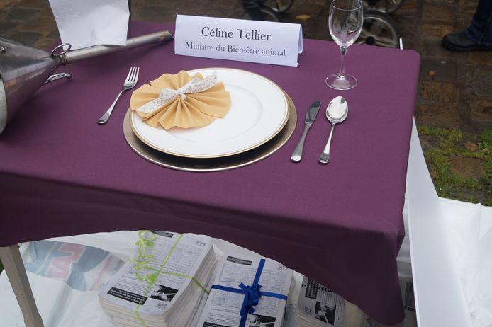 GAIA a préparé pour la ministre Tellier un repas démesuré pour lui rappeler que le Bien-Être des canards est entre ses mains.