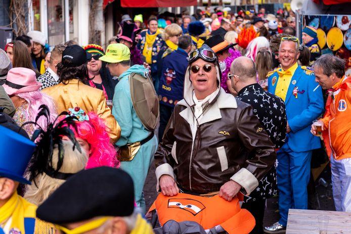 Drukte in de Osse Peperstraat in 2019. Dit soort beelden zijn er tijdens carnaval 2021 niet te zien.