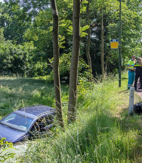 Nat pak voor automobilist in Loenen aan de Vecht