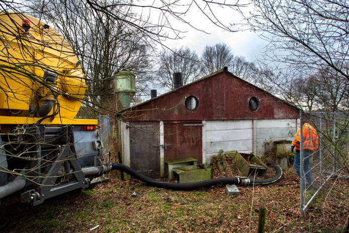 Bij een boerderij aan de Nederweertseweg in Someren Heide werd vorig jaar een mestput met een hoge concentratie MDMA leeggezogen.