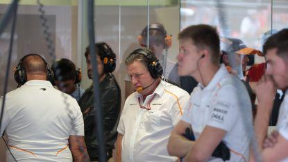 """Onze F1-watcher ziet geïrriteerde grote baas van Vandoorne plots naar binnen stormen wanneer aan bolide Alonso wordt gewerkt: """"Perfect voor sfeer in het team"""""""