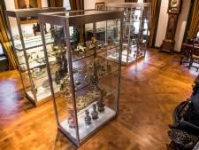 Staande klok uit Van Heelcollectie loopt eindelijk weer in Rijssens Museum
