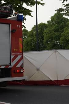 Bredase (37) fietsster overleden bij aanrijding met vrachtwagen in Breda, klein kindje ongedeerd