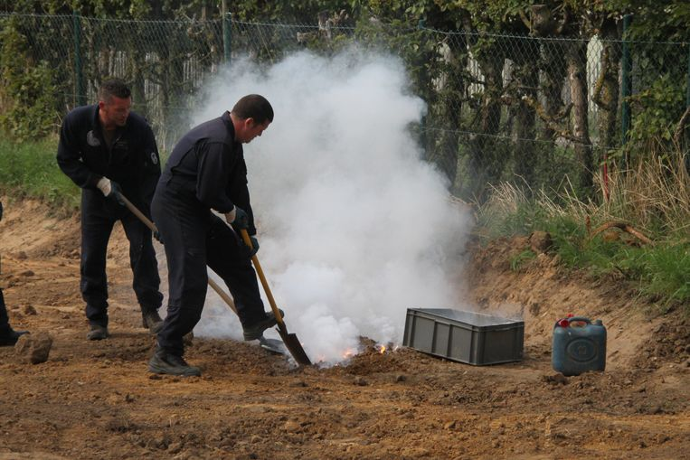 De militairen van Dovo staan in voor de ontmanteling van giftige fosforbommen.