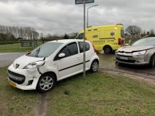 Twee auto's op elkaar gebotst in Helvoirt, geen gewonden