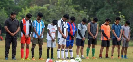 LIVE | Clubs houden minuut stilte voor training, Pathé draait vanaf maandag Maradona-film weer