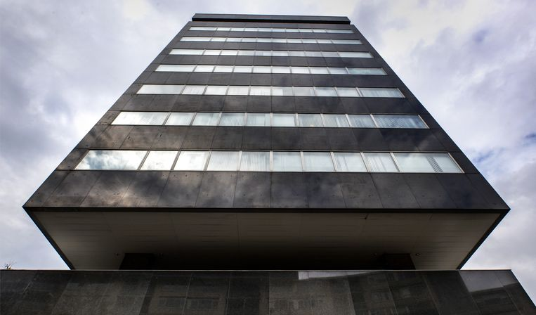 De toren van van het Tilburgse stadskantoor. 'Je moet er wat langer tegenaan kijken, dan wordt het mooi.' Beeld Raymond Rutting / de Volkskrant