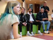 Anna treedt op voor supersterren Kris Kross Amsterdam in eigen aula