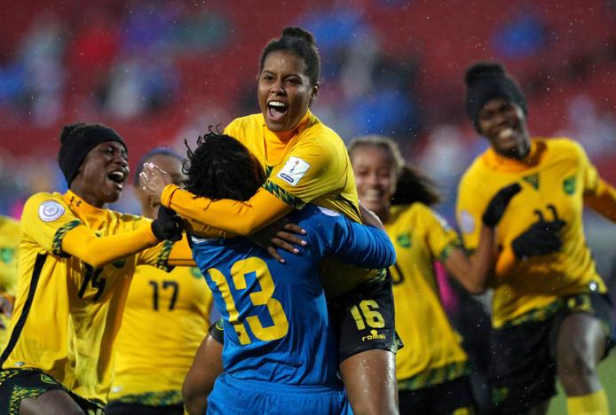 Dominique Bond-Flasza (nummer 16), speelster van PSV, doet met de Reggae Girlz van Jamaica mee aan het WK.