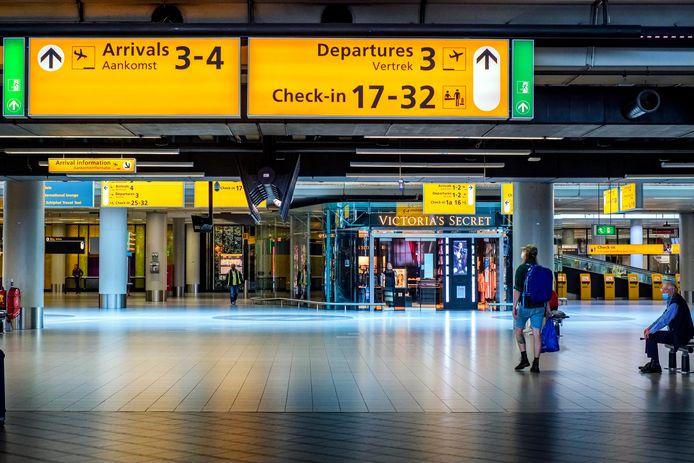 Een vrijwel leeg Schiphol.