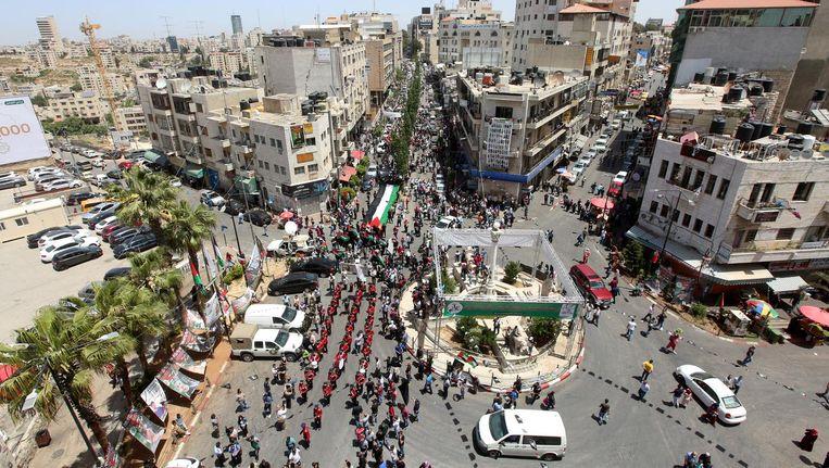 Tijdens hun bezoek aan Ramallah hebben de raadsleden hiervan vast niets gemerkt Beeld Alaa Badarneh/epa
