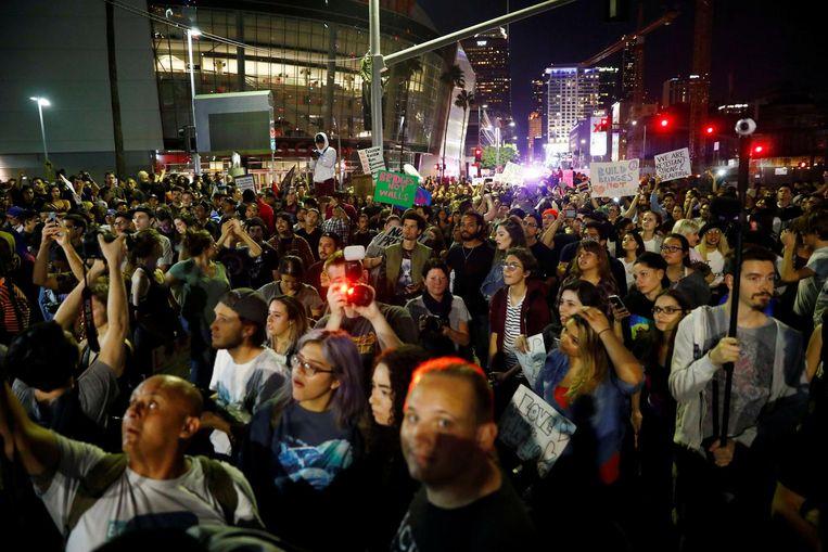Een anti-Trump-demonstratie in het centrum van Los Angeles. Beeld reuters