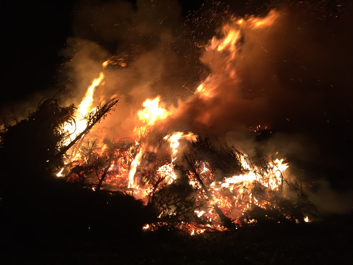 Jaarlijkse traditie: kerstboomverbranding in Riel.