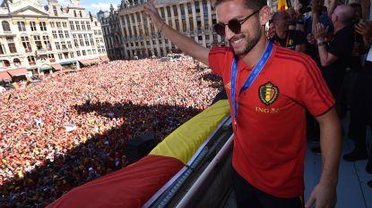 """Dries Mertens krijgt uitzonderlijke medaille in Leuven """"maar hij moet wel nog altijd zijn blauwe schijf leggen"""""""