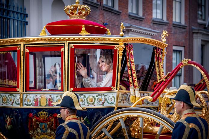 Koning Willem-Alexander en koningin Maxima komen met de Glazen Koets aan bij Paleis Noordeinde tijdens Prinsjesdag vorig jaar.