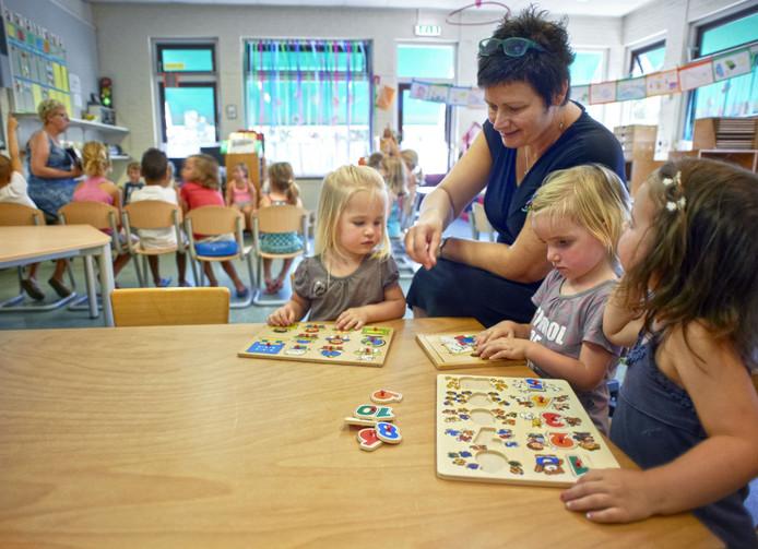 Basisschool St-Nicolaas te Boerdonk. Peuters krijgen les in lokaal van kleuters.