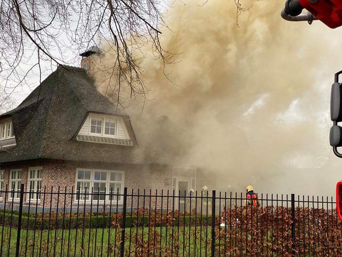 Bij de brand in Ermelo komt veel rook vrij