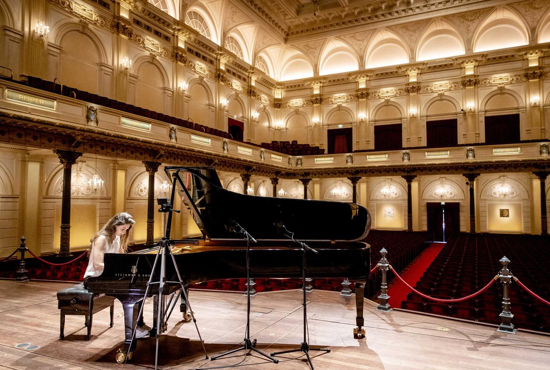 Pianiste Iris Hond trad in april op voor een lege zaal in Het Concertgebouw.