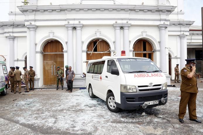 Hulpdiensten bij de St Anthony's Church in Kochchikade in Colombo