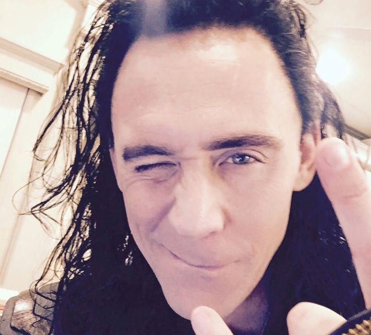 Tom Hiddleston achter de schermen als Loki.