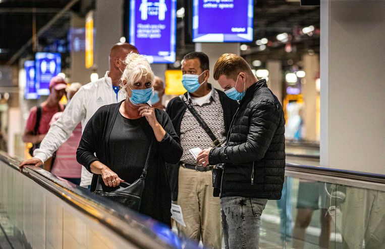 Reizigers op luchthaven Schiphol. Beeld ANP