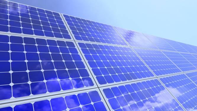 """Zonnepanelen leveren Vlaanderen 90 miljoen kWh energie op. """"Daarmee kan een elektrische auto 15.000 keer om de aarde rijden"""""""
