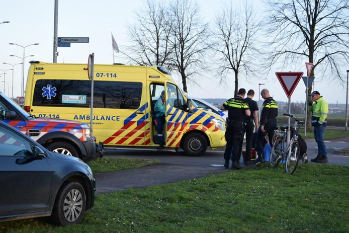 Op de rotonde van de Stadswal Noord met de Stadsdam in Huissen is een fietsster in botsing gekomen met een bestelbus.