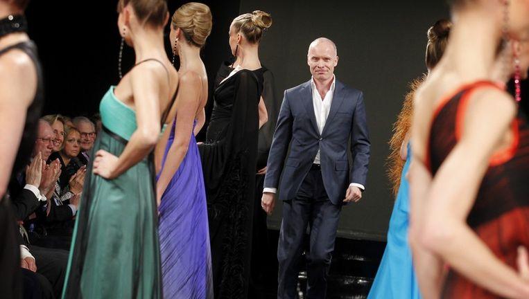 Mode-ontwerper Mart Visser (M) presenteerde zaterdag zijn collectie Zomer 2011 in het Hilton Hotel in Amsterdam. Foto ANP Beeld anp