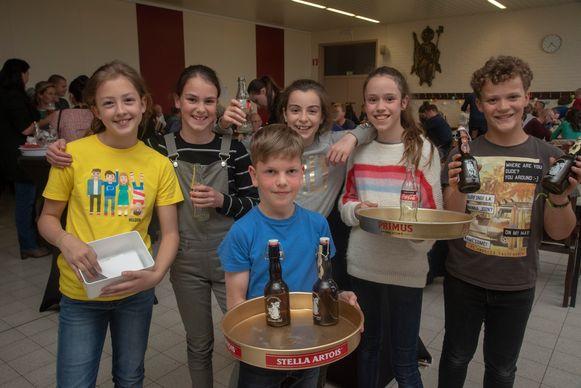 Ada, Fiep, Fien, Noa, Guust en Briek organiseren samen met hun ouders een benefiet voor drie goede doelen in Wetteren. Zondag vieren ze hun lentefeest.