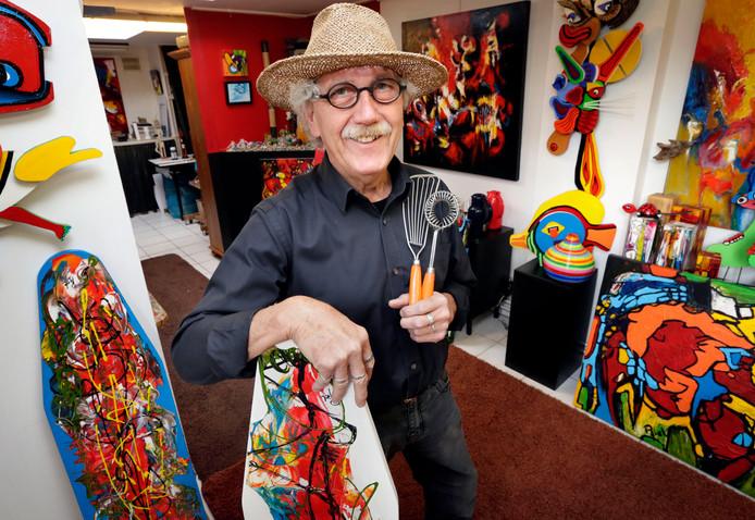 Piet van Riel in zijn atelier.