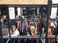 Schoudervullingen doen het goed op  vintage verkoop in Enschede