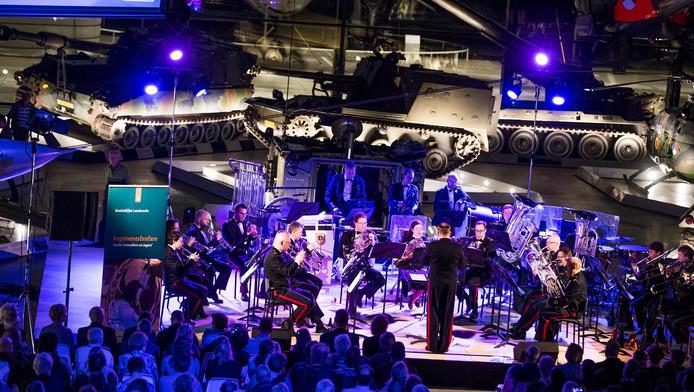 In een opvallende decor in het Militair Museum waren zaterdagavond tal van muzikanten te beluisteren.