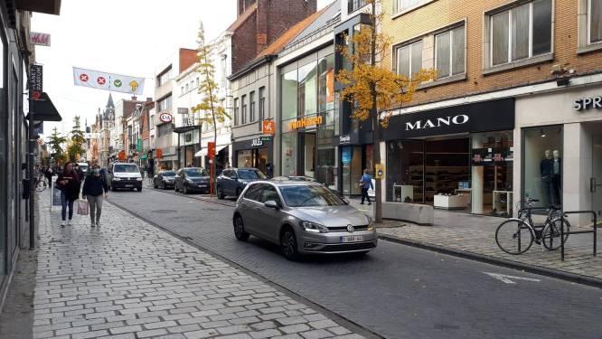 Drukte blijft uit in Ooststraat na aankondiging lockdown, wel ellenlange rij aan babyoutlet