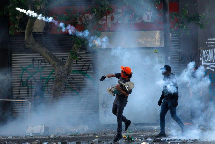 Demonstranten op straat in Santiago.