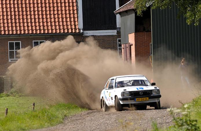 Het meeste spektakel valt voor het publiek bij de Hellendoorn Rally in het achterveld te beleven.