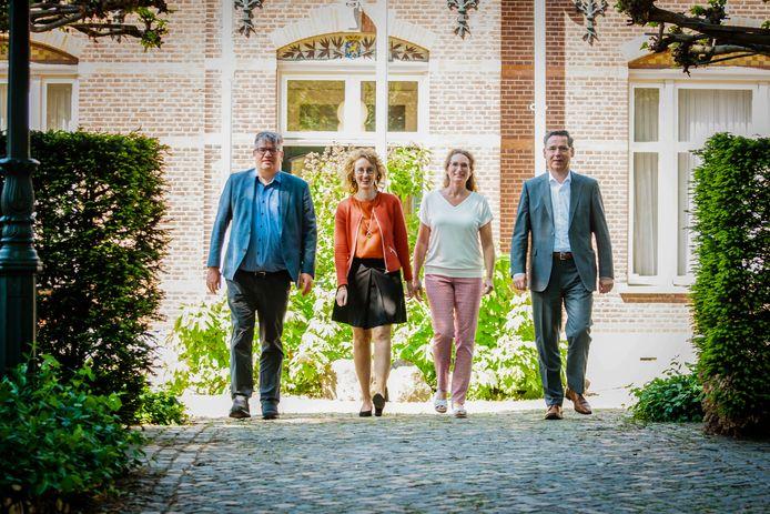 Het college van B en W van Oirschot, zoals dat vorig jaar startte.  Vlnr: Jan Heijman, Judith Keijzers-Verschelling, Esther Langens en Piet Machielsen. Vrijdag diende Heijman zijn ontslag in.