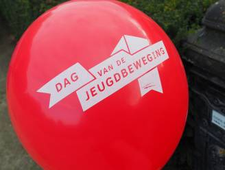 Dag van de Jeugdbeweging: door corona geen ontbijt maar wel een opvallende ballon aan de voordeur