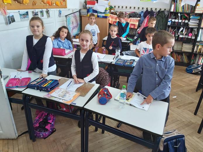 Viaanse schoolmeubelen in een Roemeense klas.