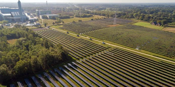 De zonneparken bij Twence.