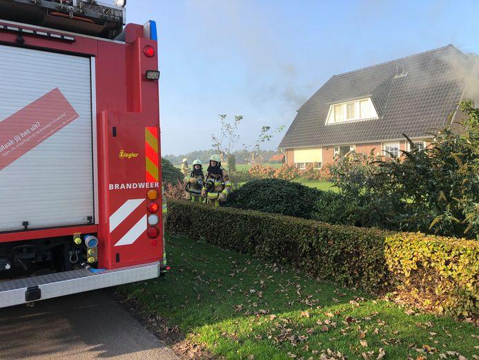 Een woningbrand in Beerzerveld. Door onbekende oorzaak vatte een bed vlam.